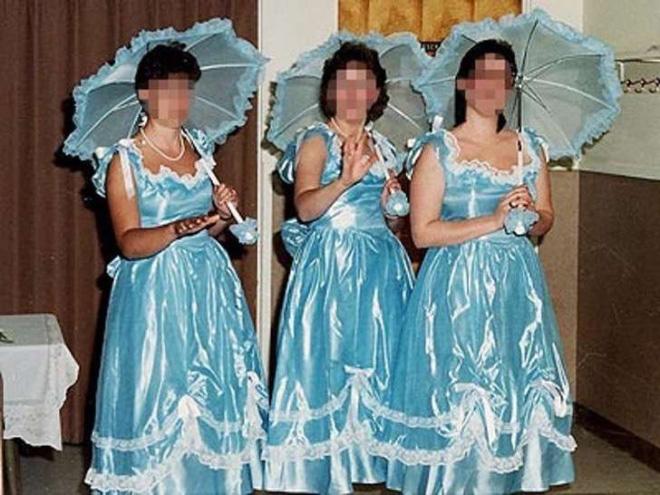 6391318ea18ba4 ... zijn zo bang dat ze worden overruled door hun bruidsmeisjes dat ze er  alles aan doen om dat te voorkomen. Enter: de treurigste jurken aller tijden .