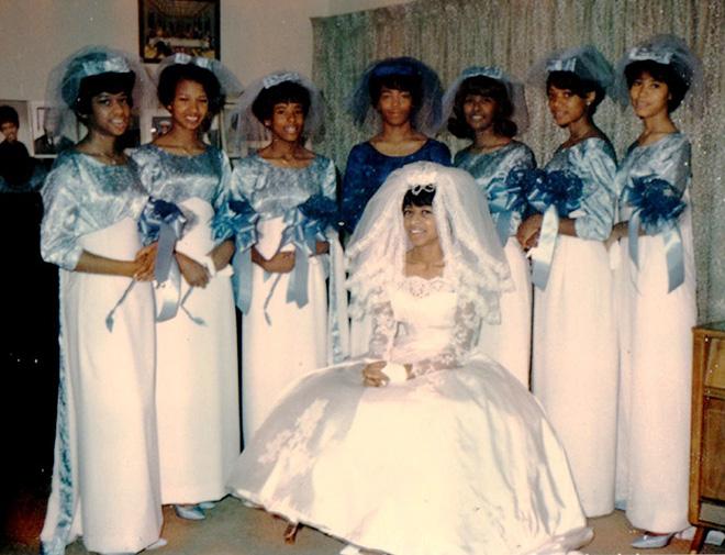 589273e84ab608 De lelijkste bruidsmeisjes-jurken aller tijden - SAAR Magazine