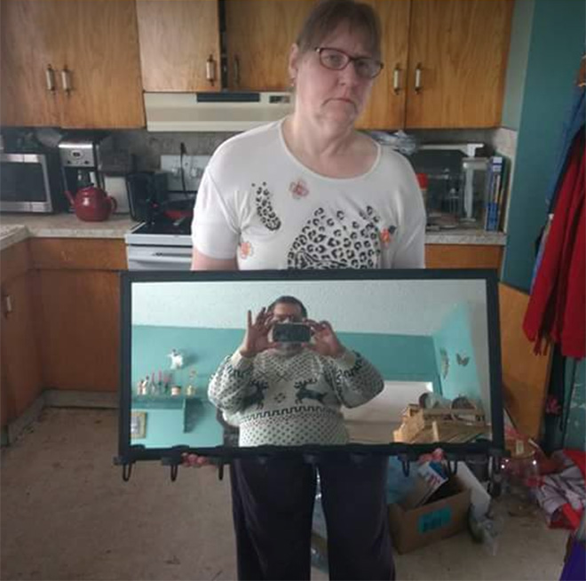 Husband and wife selling the mirror.
