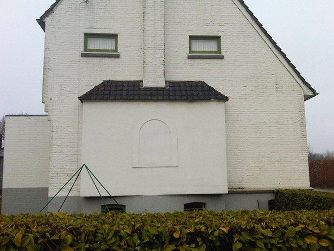 Do you see a face in this house?