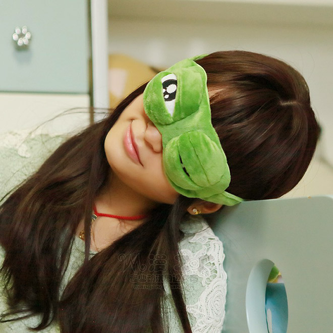 3D frog eyes sleep mask.