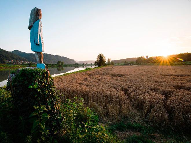 Melania Trump statue in Slovenia.