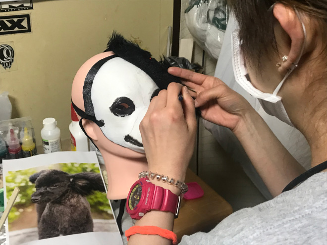 The making of realistic dog mask.