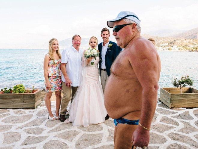 Funny accidental wedding photobomb.