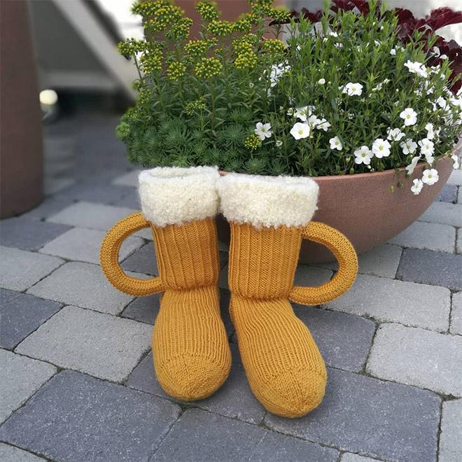 Beer mug socks with a 3D handle.