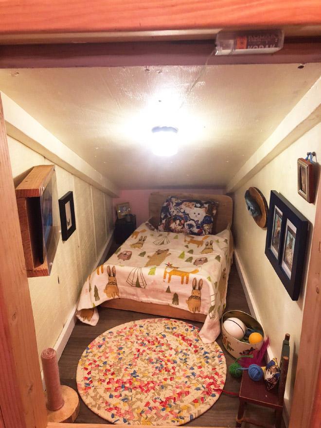 Уютна спалня за котки.