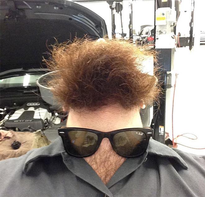 Sous le visage du cou de la barbe.