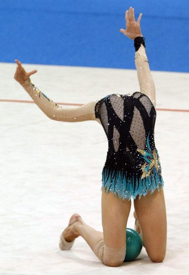Headless gymnast.