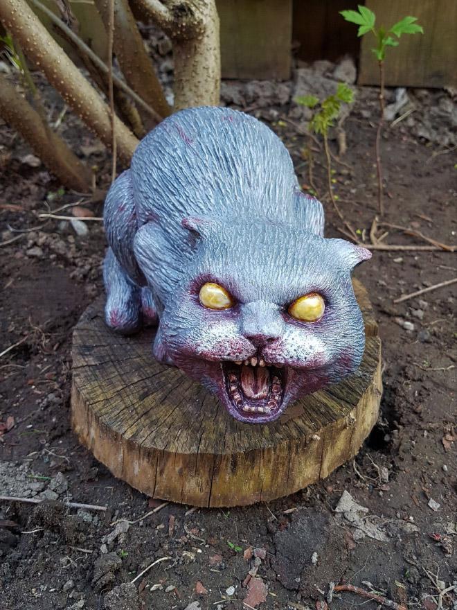 Zombie garden cat.